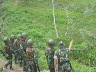 Indoneisan military move in towards a village in the Puncak Jaya region.